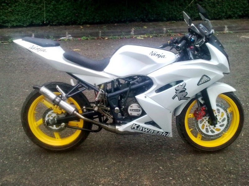 Modifikasi Kawasaki Ninja RR Putih