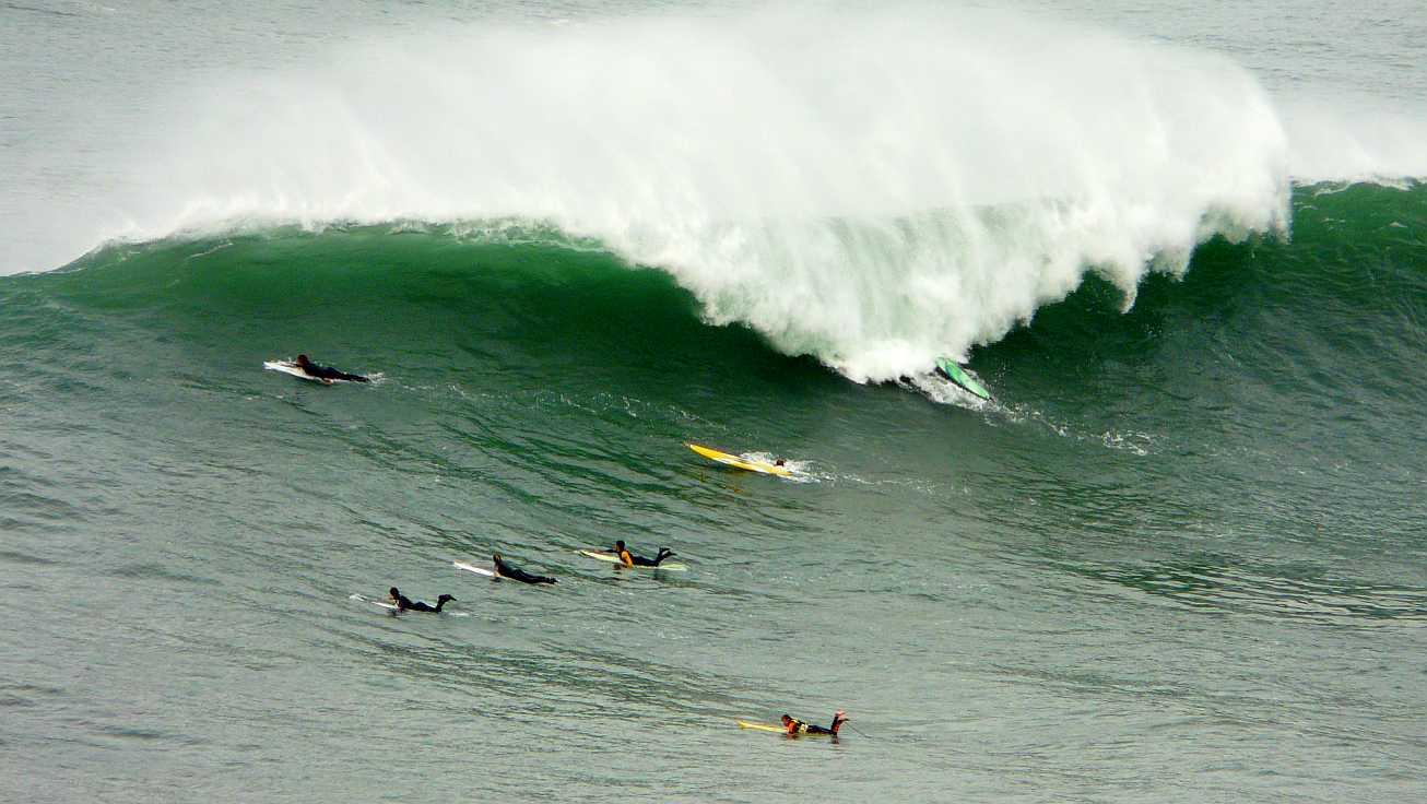 surf menakoz diciembre 2015 olas grandes 35