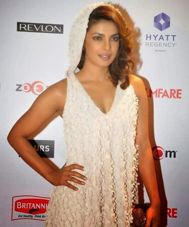 Priyanka Chopra beautiful Hot Legs in Short Mini Dress Photo
