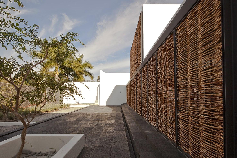 Rumah dengan Perpaduan Lokalitas dan Modernitas 14