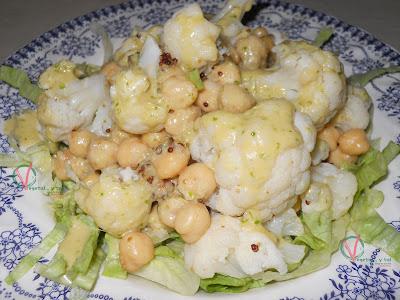 Garbanzos y coliflor con vinagreta de jengibre.
