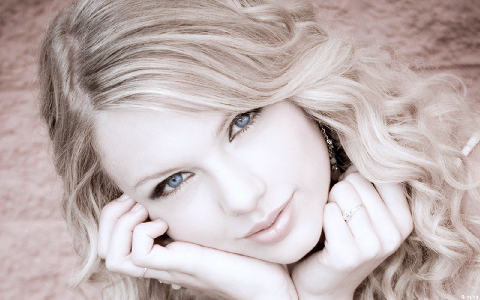 http://2.bp.blogspot.com/-1k8s3NENqr0/Tf0eBXP9VNI/AAAAAAAAAsc/CDeQ7NtBXeQ/s1600/2Beautiful+eyes+of+Taylor+Swift.jpg