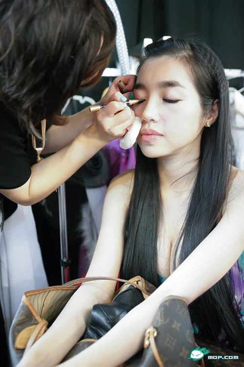 Elly Tran before the scene | 1000asianbeauties