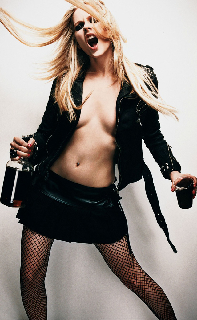 Avril Lavigne en topless