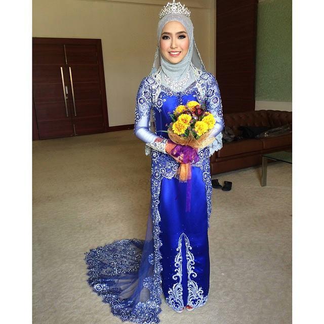 contoh gaun kebaya pengantin muslimah kombinasi mahkota