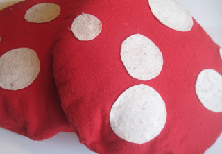 red toadstool pillow tutorial mushroom pillow