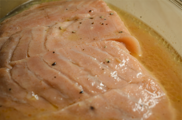 Salmón marinado; marinated salmon