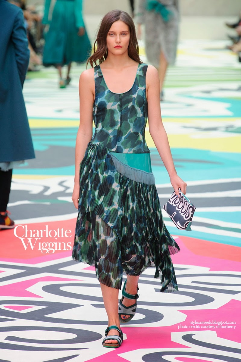 Charlotte Wiggins at Burberry Prorsum Womenswear Spring-Summer 2015 Collection Look