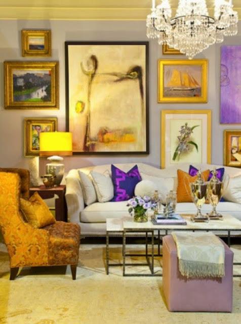 Сиреневый интерьер с картинами