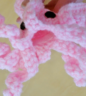 Crochet squid cat toy with refillable catnip pocket