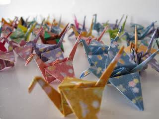 Grues de papier, symbole de la lutte contre la leucémie