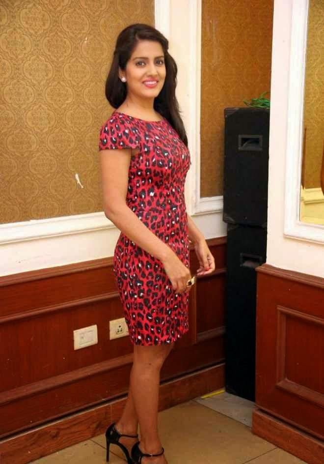 vishakha singh latest photo red short dress