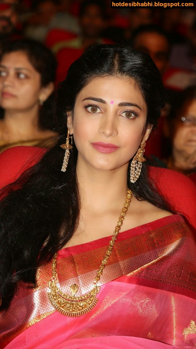 Shruti Hassan Hot in Saree Wallpaper