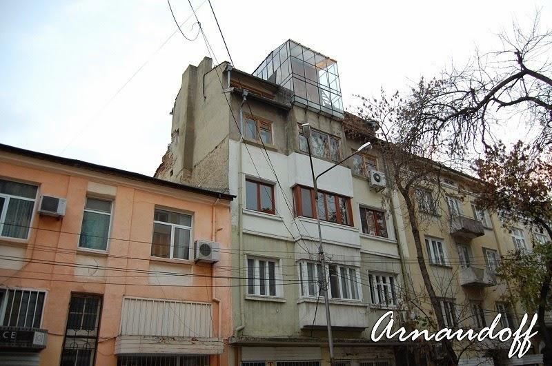 Стара сграда във Варна, с интересен мезонет