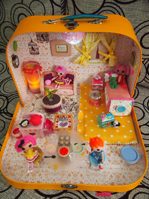 http://scrappalific.blogspot.com/2013/02/diy-lalaloopsy-dollhouse.html