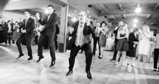 dj-baile-vals-tango-novio-sonrisa-novia-Asturias-boda-fotografo-Torazo-bodas-civiles-divertidas-hoteles-restaurantes