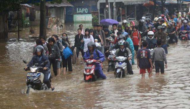 Gambar Macet Banjir