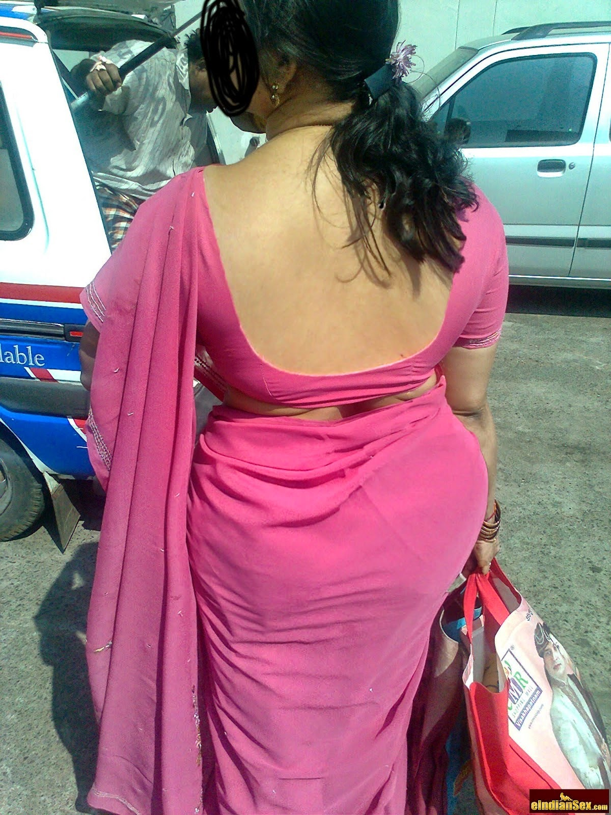 Online Aunty Pictures: Latest Aunties Back Photos 2014-2015