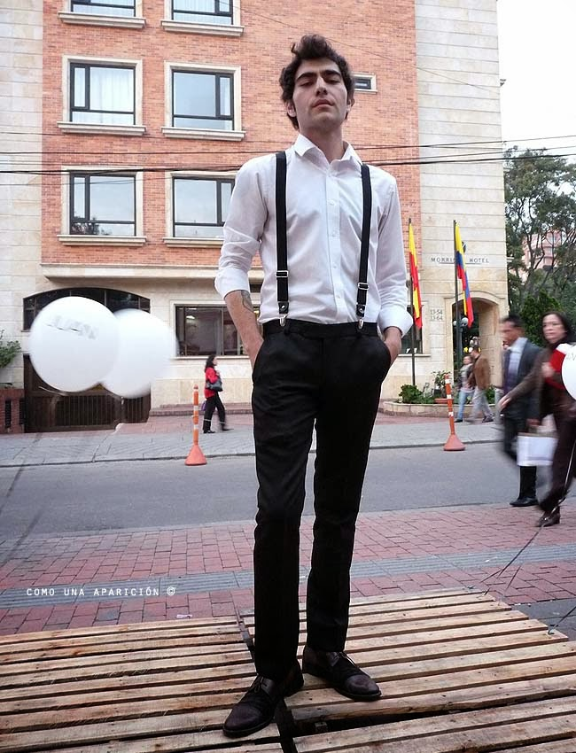 men-fashion-style-white-shirt-woven braces-black-trousers-black-&-brown-shoes-street-style-como-una-aparición