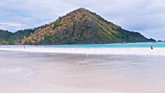 Selong Belanak Beach | www.meheartseoul.blogspot.com