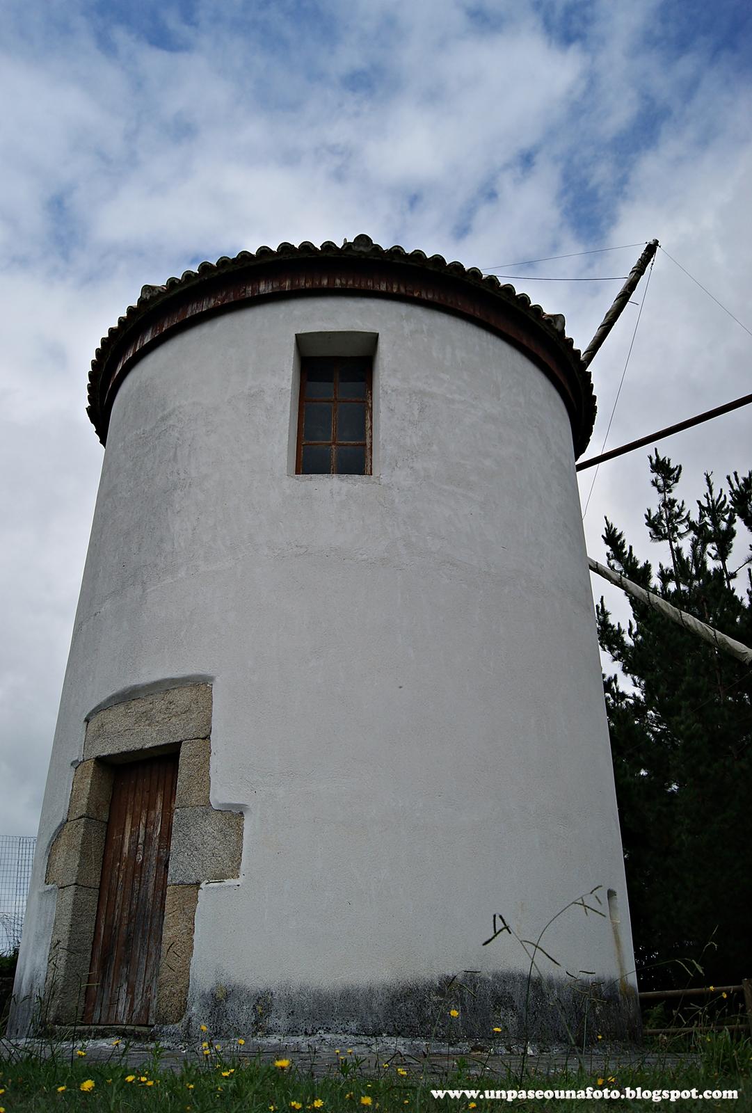 Un paseo una foto molino de viento de boucelo mi o a for Piscina molino de viento y sombrilla