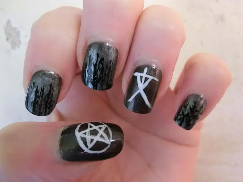 Maspooase Blair Witch Nailart For Halloween