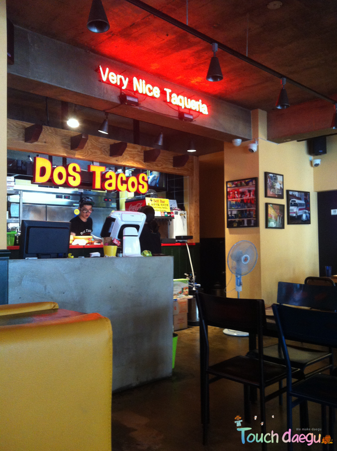 Dos Taco's, Mexican food restaurant in Dongseong-ro
