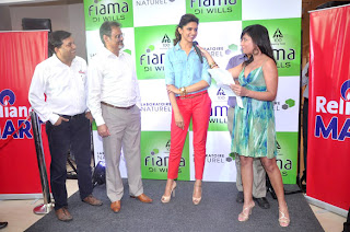 Deepika Padukone at Reliance store to promotes 'Cocktail' movie