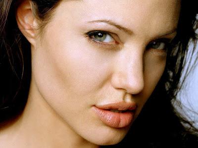 Bibir-Angelina-Jolie