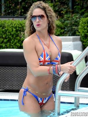 Jennifer Nicole Lee bikini bandera reino unido