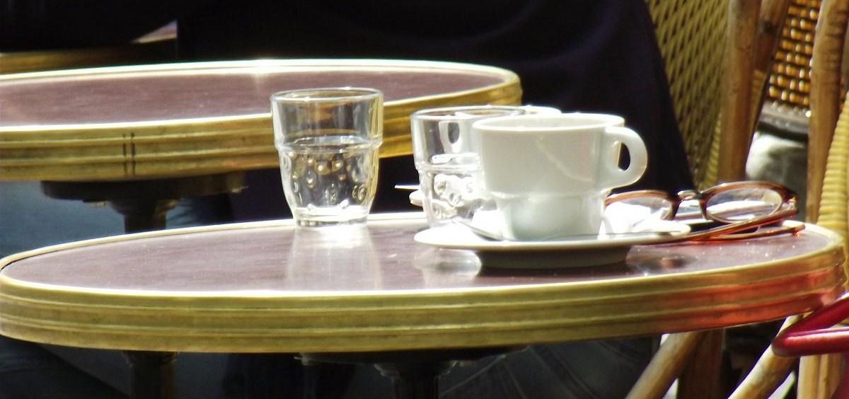 Une terrasse un caf paris instants de terrasses for Restaurant bastille terrasse