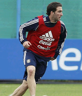 Gonzalo Higuain training in Argentina