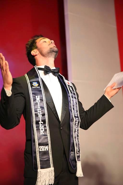 Kaio Juliani é eleito Mister Minas Gerais 2014 e faz gesto de agradecimento Foto: Guilherme Borges