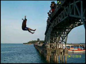 lompat di jembatan cinta