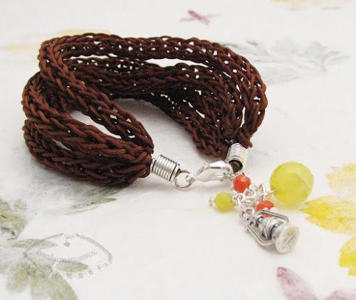 Bransoletki wyplecione z nylonowego połyskliwego sznurka 9