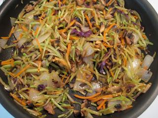 Liz's Livelihood: Quick and Easy Broccoli Slaw Stir-Fry