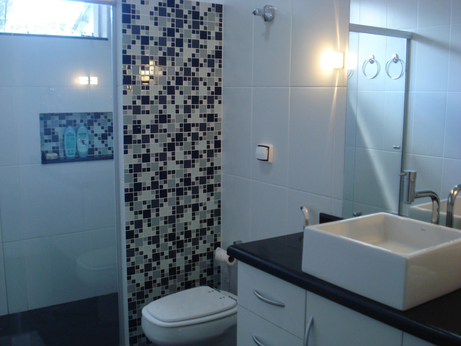 decoracao banheiro pastilhas : decoracao banheiro pastilhas:BANHEIRO – PASTILHAS DE VIDRO: vamos brincar de decorar! -