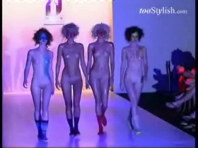 podium-obnazhennie-modeli-video