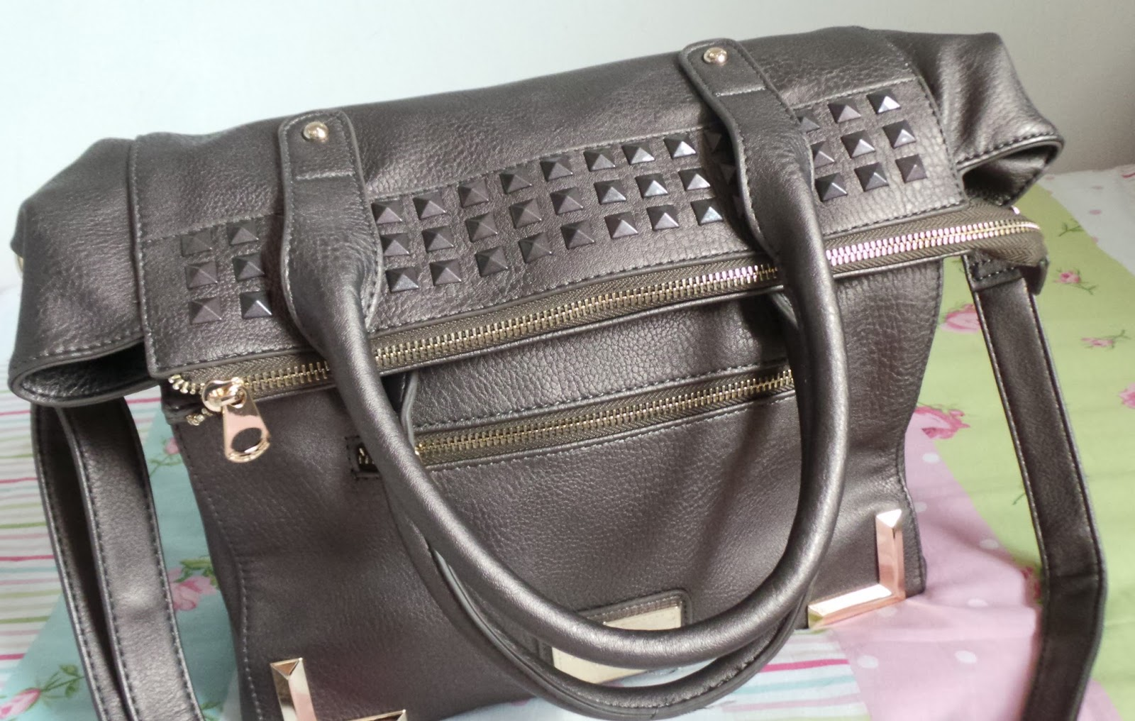 whats in my handbag, whats in my bag post, whats in my handbag blog, handbag, LYDC, jules tote bag, jules tote bag by anna smith, LYDC jules tote bag, handbag review, handbag, fashion, fashion blogger, style, style blog, fblogger, uk fashion blog, uk style blog,
