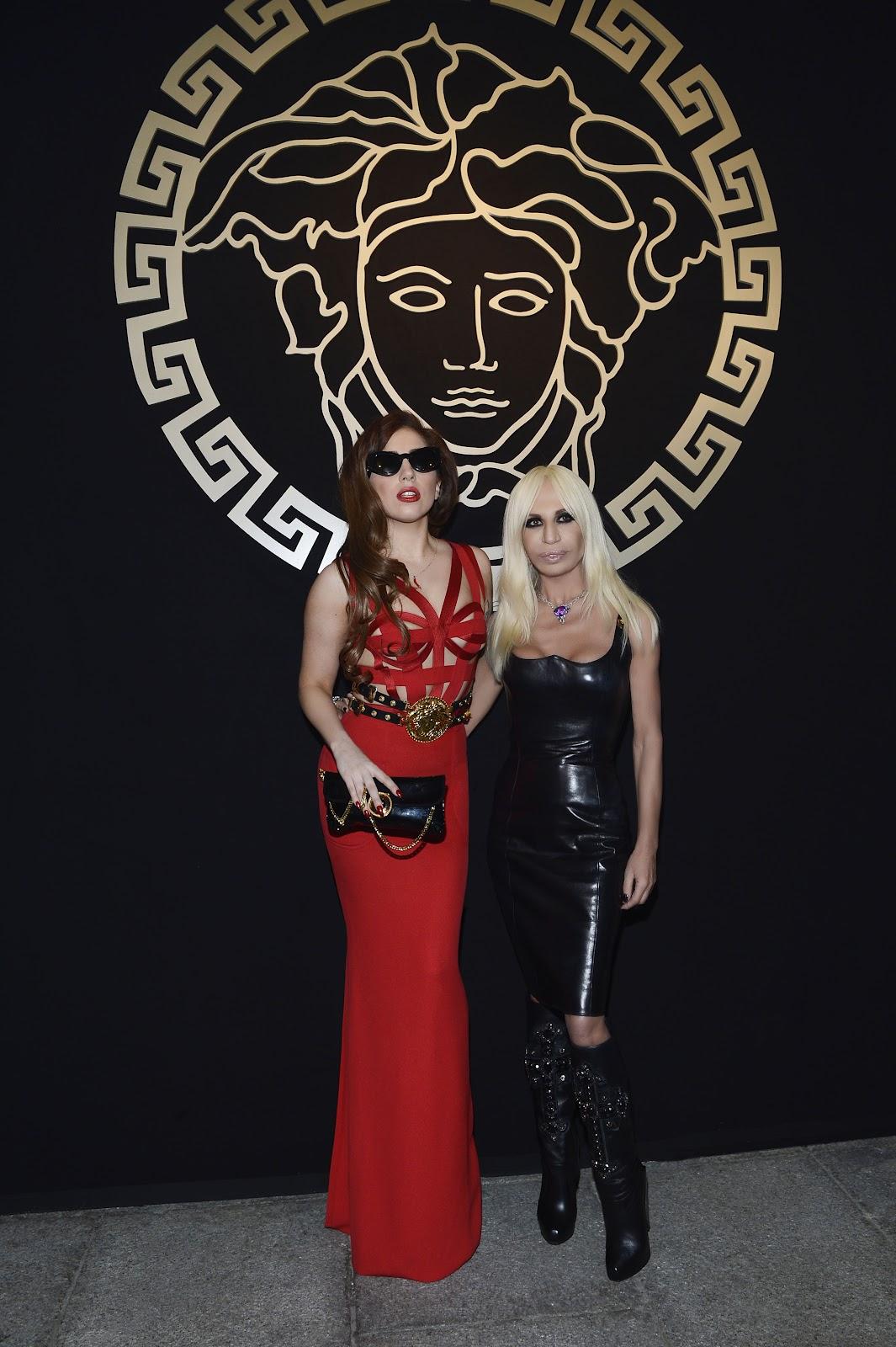 http://2.bp.blogspot.com/-1nk0FQWKrm8/UGoB8olx-nI/AAAAAAAASY4/UJQgLJuFQ84/s1600/Donatella+Versace+&+Lady+Gaga.jpg