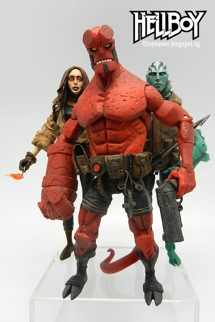 toyhaven: Mezco Toyz 2005 released highly accurate Mike Mignola comic book Hellboy action figure