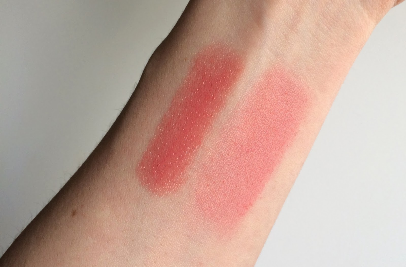 Hourglass Ambient Blush in Radiant Magenta swatch