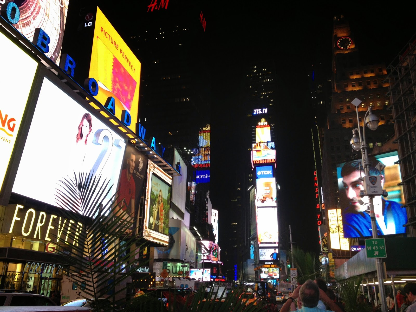 The traveling dyosa my favorite things to do in new york city for Times square new york things to do