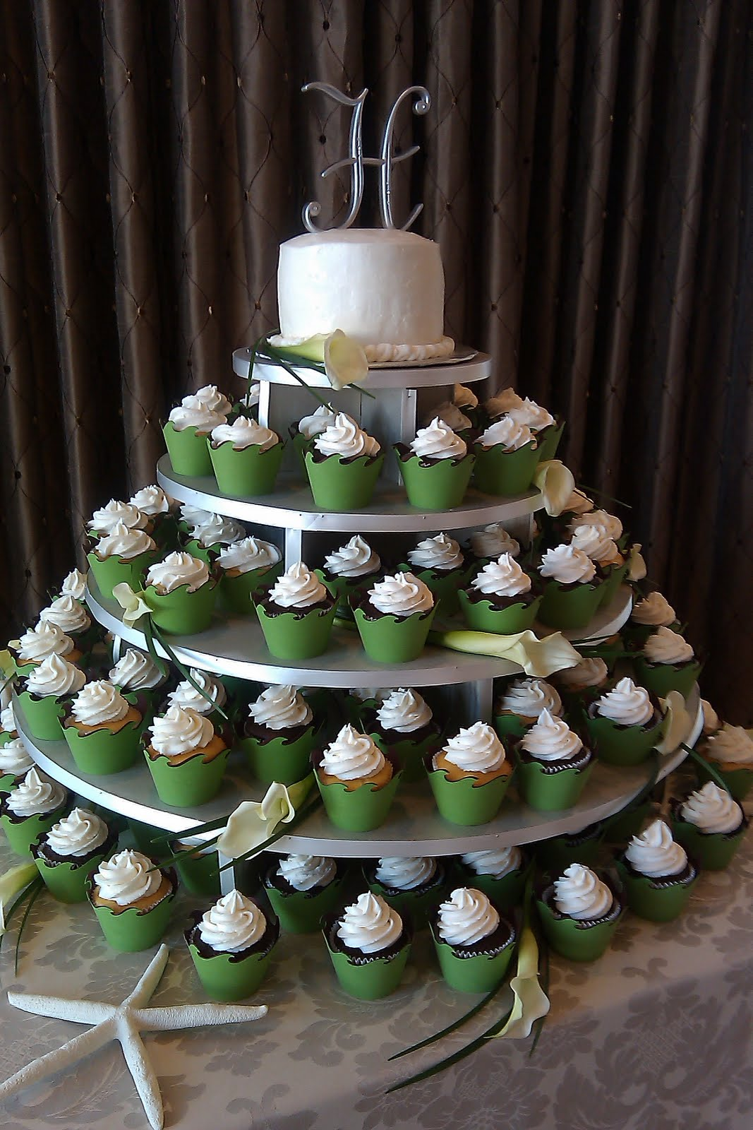 Cupcake Decorating Ideas For Church : Cupcake Cakes by Linda Stacy: Wedding Cupcake Tree!