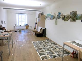 """<img src=""""http://2.bp.blogspot.com/-1oe8WIKyJJw/UhyBJPM3dgI/AAAAAAAAJnQ/4sEUE1TvEbs/s320/Estudio+de+Julio+Falag%25C3%25A1n+en+al+Atelierhaus+Salzamt+de+Linz.jpg"""" alt=""""Julio García Falagan,Estudio del artista en la Resiencia artística,Linz,Austria,Noticias,Solo Arte Actual"""" width=""""320"""" height=""""237"""" />"""