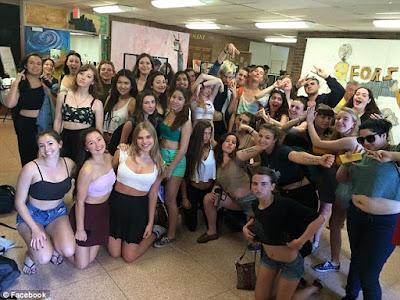 Estudiantes canadienses se manifiestan en contra de la opresión en el código de vestimenta femenino