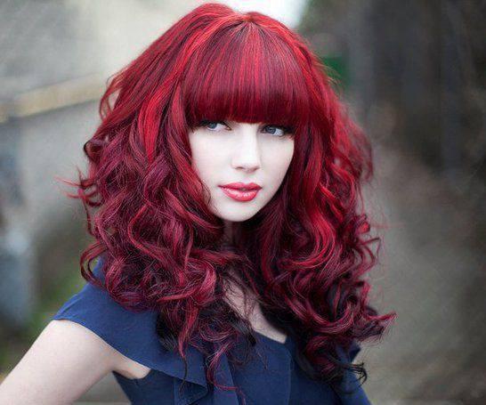 social escolta cabello rojo