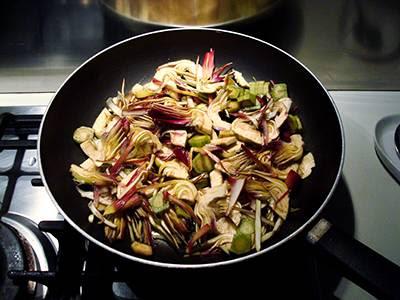 Risotto con carciofi e asiago: cuocere i carciofi