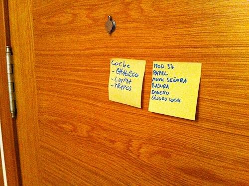 notas en la puerta