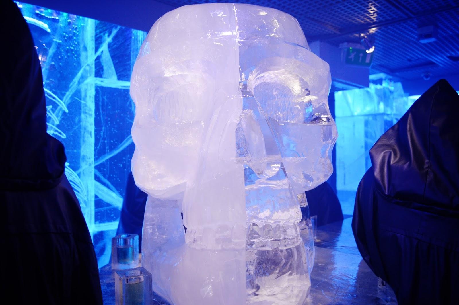 icebar london skull sculpture